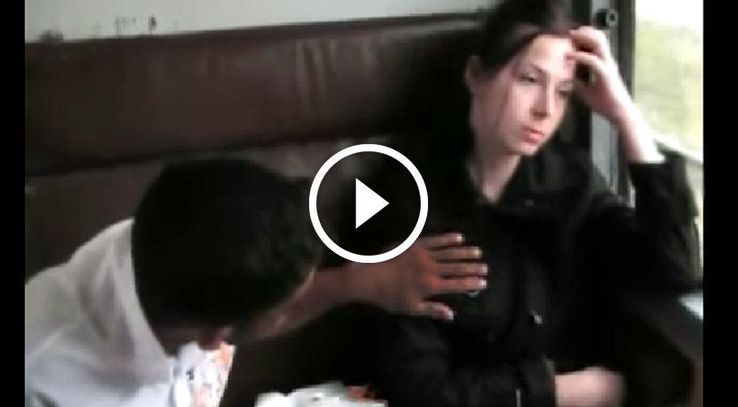 3 ţigani agresează o tânără în tren (VIDEO)