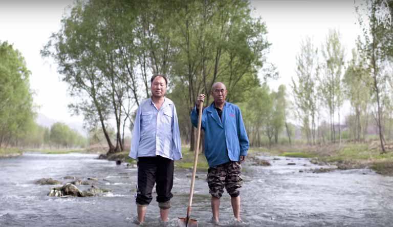 Un bărbat orb şi prietenul său fără mâini au plantat peste 10.000 de copaci (VIDEO)