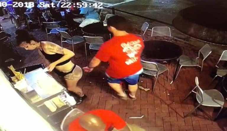 Un bărbat pipăie o chelneriţă, iar aceasta are o reacţie uimitoare (VIDEO)