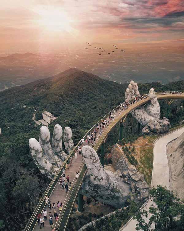 pod sustinut de doua maini