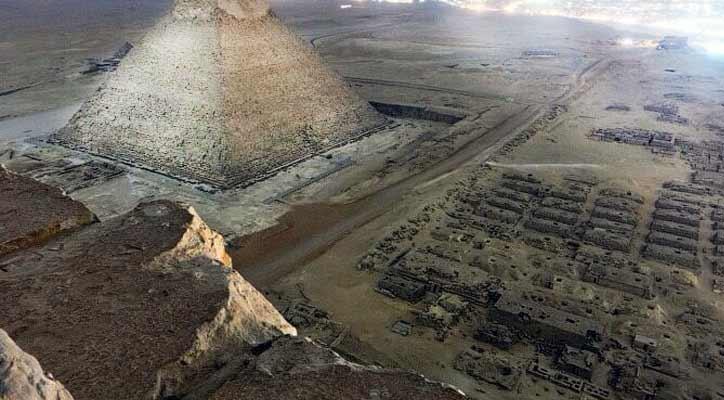 Fotografie ilegală de pe Marea Piramidă din Giza. Priveliştea din vârful piramidei
