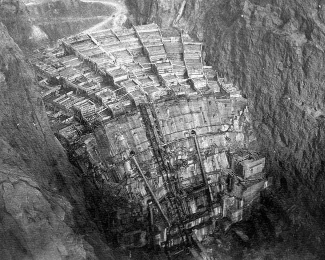 fotografii din timpul construirii barajul hover