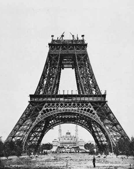 fotografii din timpul construirii turnul eiffel