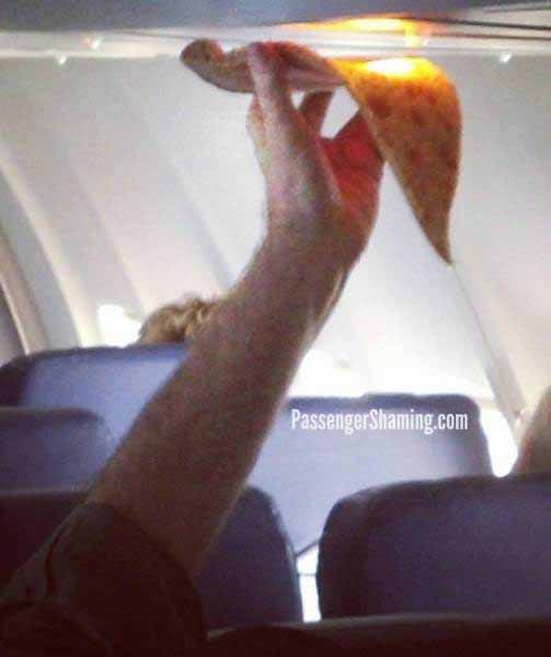 pasageri din avion pizza la bec