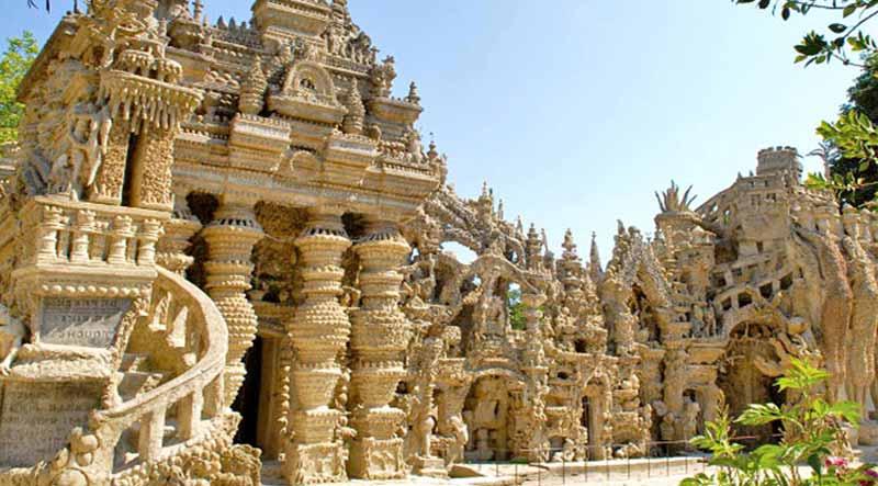palatul construit din pietre