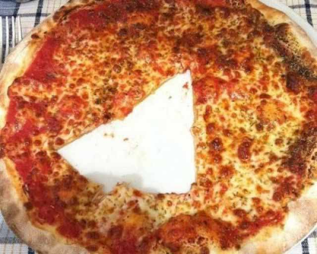 pizza taiata la mijloc