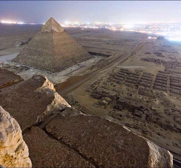 fotografie ilegala de pe piramida din giza