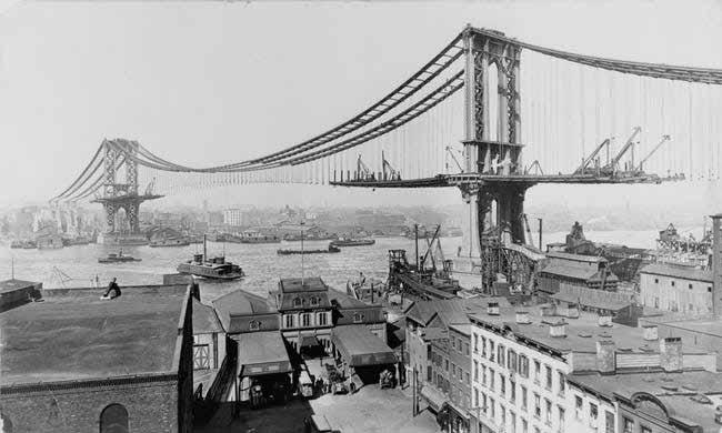 fotografii din timpul construirii podul manhattan
