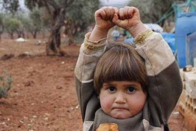fetita siriana se preda