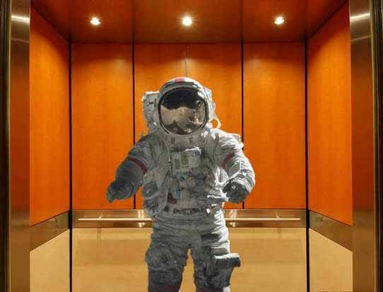 in cat timp ajungi in spatiu cu liftul