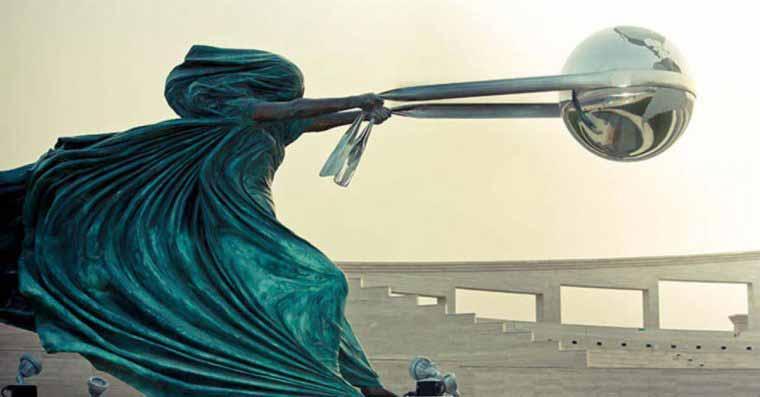 sculpturi care sfidează legile fizicii