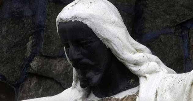 statuia lui iisus cel negru
