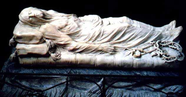 statuia lui iisus cu voal
