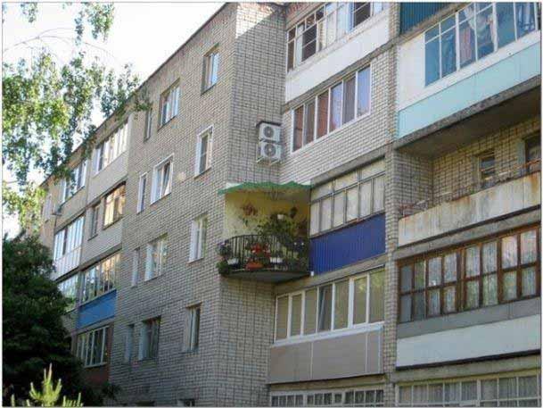 balcon pe colt