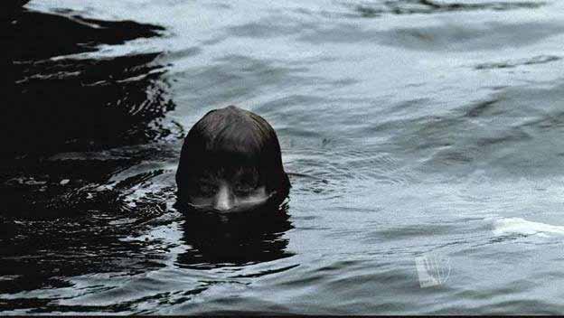 corpul se descompune in apa