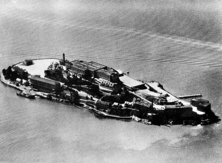 construire închisoarea alcatraz