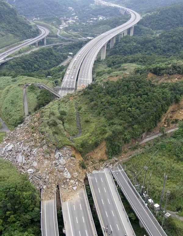autostrada alunecare de teren