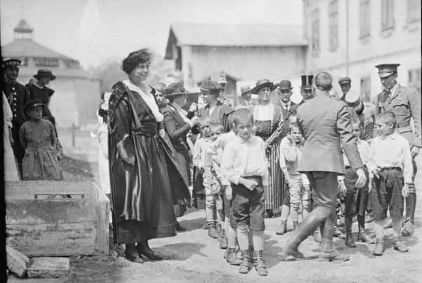 regina maria si orfanii