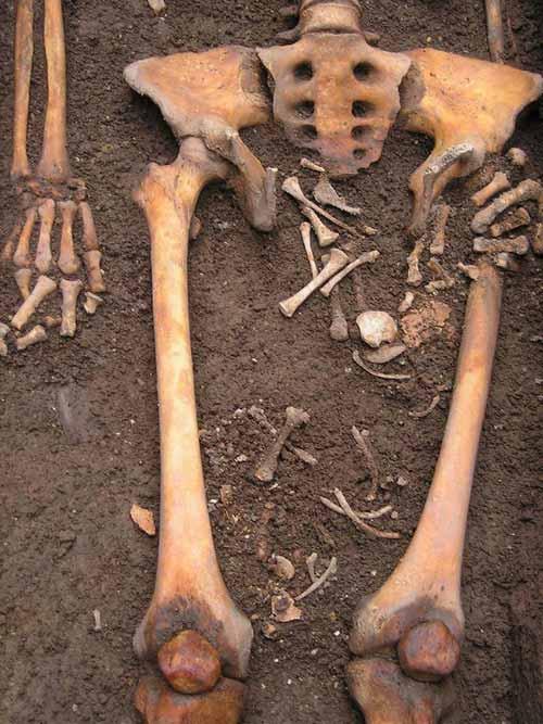 născut în mormânt