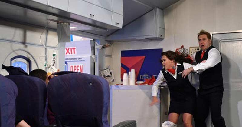încercat să deschidă uşa unui avion