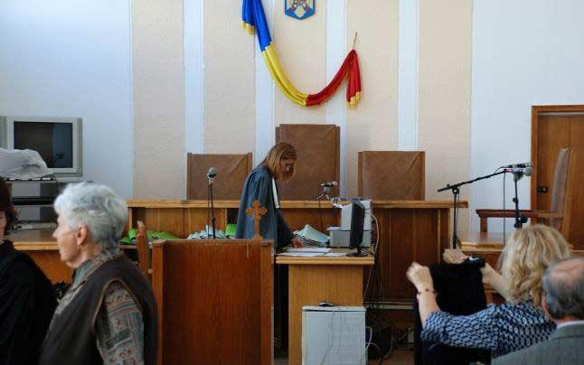 judecători ameninţaţi cu moartea